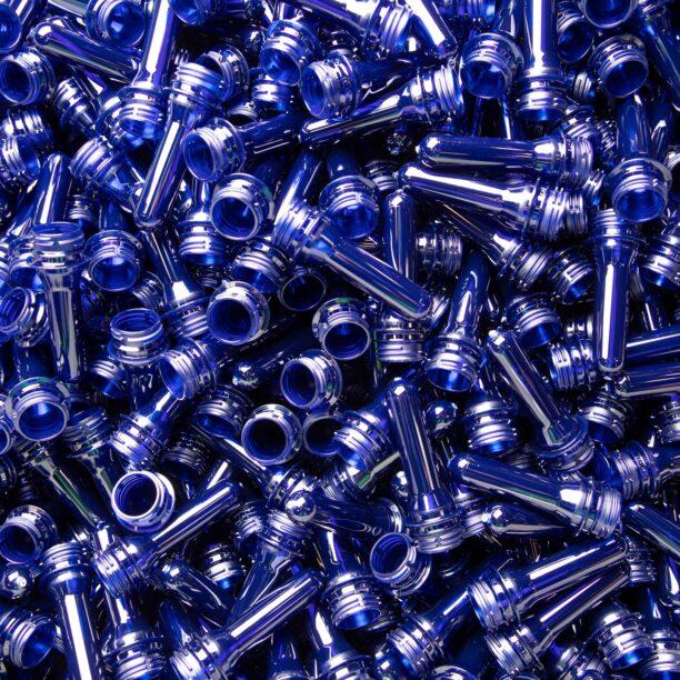 Zahlreiche, blaue Preforms