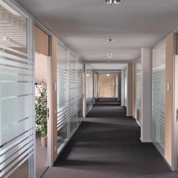 Flur zu Büroräumen